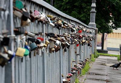 lt-lockedbridge.jpg